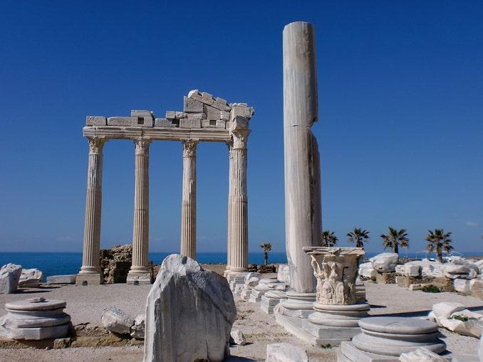 Руины Сиде - сюда стоит съездить из Алании в конце октября