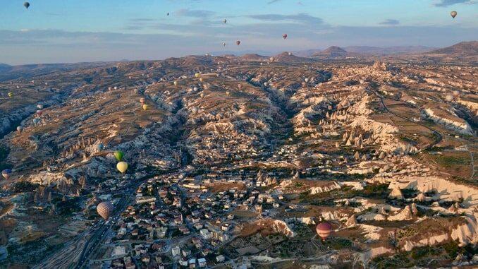 Рассвет - погода в Каппадокии в ноябре порой позволяет многое
