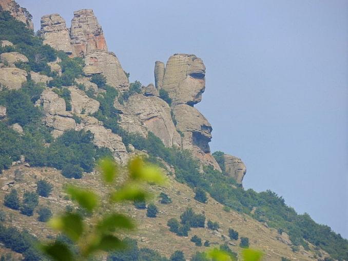 Голова Екатерины на склоне Демерджи в Крыму, фото Vovenarg / Wikimedia Commons