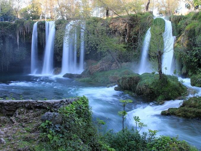 Водопад Верхний Дюден стоит посетить в окрестностях Анталии