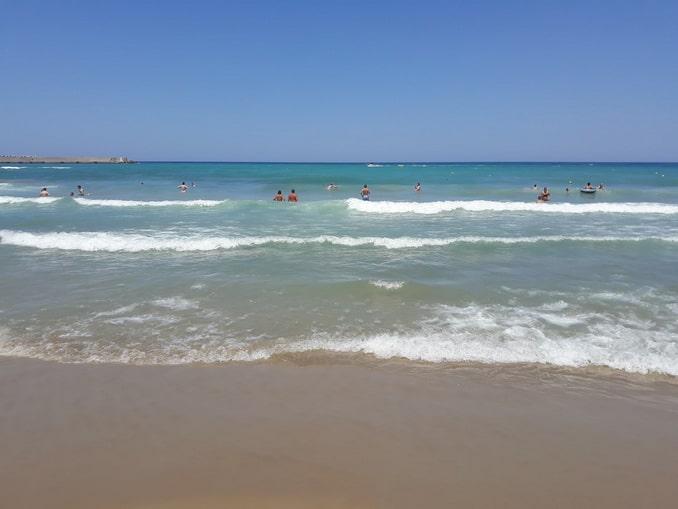 И в октябре на Крите можно купаться!