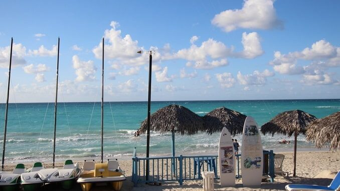 Море - погода на Кубе в ноябре откровенно балует