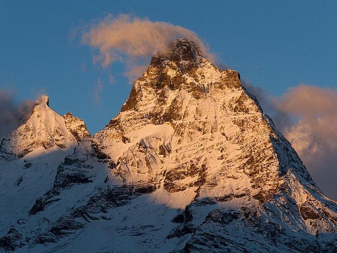 Гора Белалакая на Домбае в ноябре пократа снегом, фото Игорь Сокальский