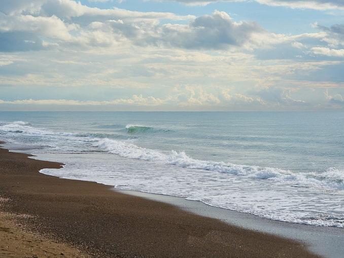 Море в Алании в декабре прогрето до +20