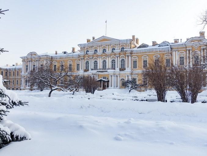 Зимой в Питере много снега - парк Воронцовского дворца