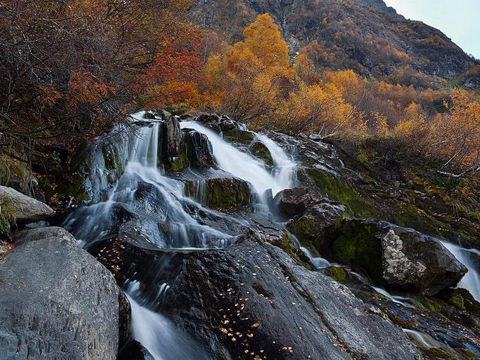 Чучхурский водопад в осеннем Домбае, фото All-dombay