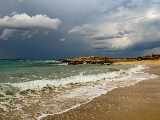 Пляжи на Кипре в декабре пустынны