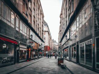 Где находятся магазины одежды в Будапеште?