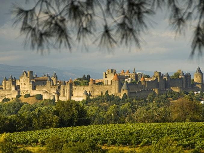 Замок Каркассон обязательно нужно посетить во Франции