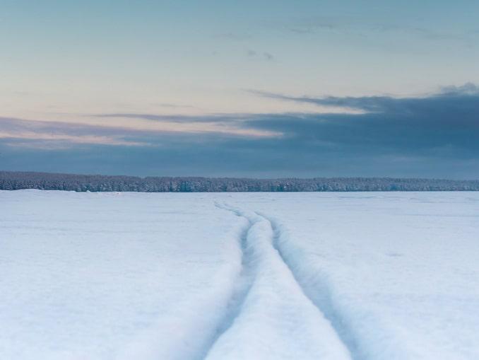 Кататься на лыжах - главное, что нужно делать в Карелии зимой