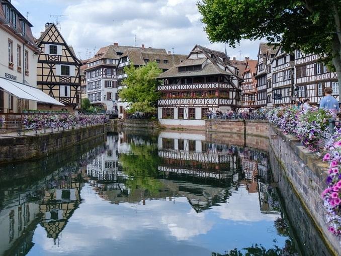 Фахверковые дома в Страсбурге - одна из главных достопримечательностей Франции