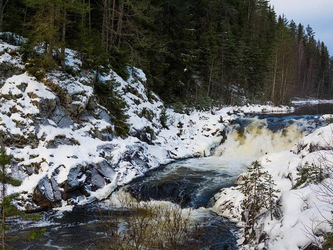 Водопад Кивач в Карелии в январе